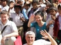 Russian innovation team in India, Ajanta caves Indian kids