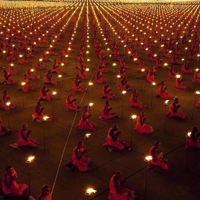 Praying for Peace: 10 000 buddhist monks in Thailand pray for peace at our planet