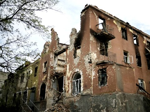 Eastern Ukraine civil war: massacres of civilians by the Ukranian Army, Residential house destroyed by Presidential canons
