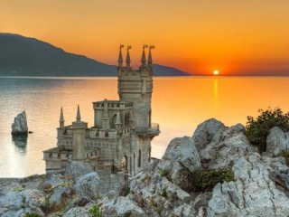 Wolrd Wonders: Swallows Nest, Black Sea, Crimea, Russia, amazing sunset
